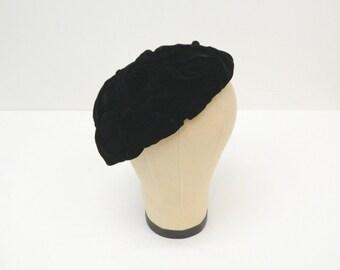 Vintage Black Velvet Beret ... 1950s/60s ... Tufted with Black Velvet Buttons