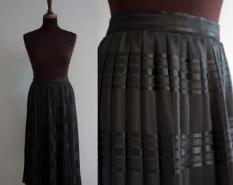 Black 1980s pleated circle skirt / Vintage Skirt