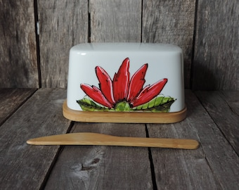 Customized BUTTER dish Red flower design porcelain, bambou base, personalized it with a quote, Valentine's gift, wedding, anniversary