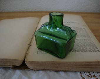 """Scarce Antique English 1890's EMERALD GREEN Glass """"Boat"""" INK Bottle  - Grooved - Quill Pen Rest - Calligraphy - Desk - Victorian Inkwell"""