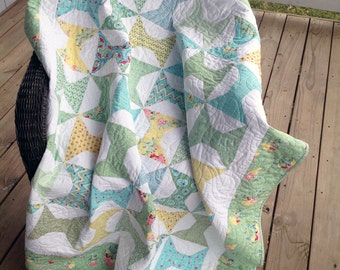 """Spool block baby/toddler quilt:  green, blue and yellow.  49""""x56"""""""