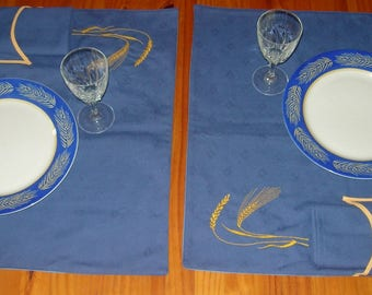 Duo blue placemat embroidered