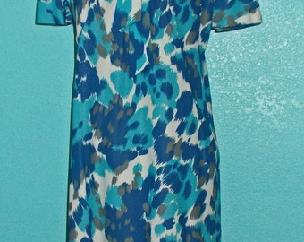 """1960s """"Mode O' Day"""" Nylon Jersey Day Dress — Variegated Blues and White Print — size 12-14"""