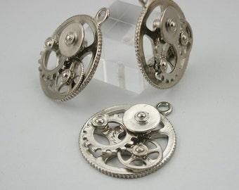 4 pcs Zinc Silver Tone Wheel Gear Steampunk Charms Pendants Decorations Findings 30x35 mm. Gear N 3D PND 84