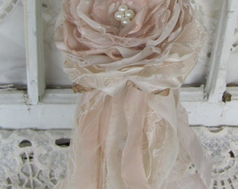 Flower Girl Wands, Flower Wand, Flower Girl Accessory, Flower Bouquet, Wedding Accessory in Champagne and Ivory