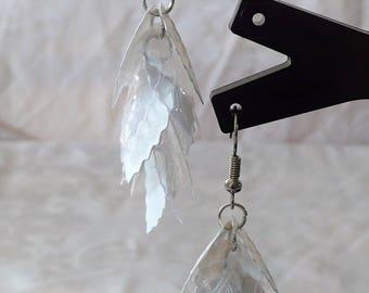 6cm white leaf earrings