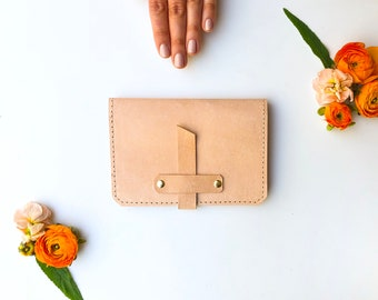 Leather Passport Case - The Voyager - in Natural (Veg-Tanned)