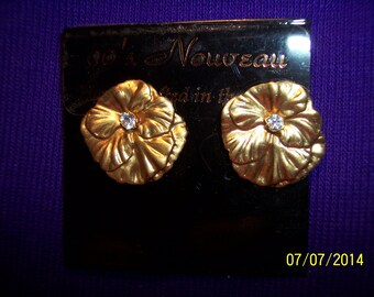 Gold Flower with Rhintstone Accent 90's Nouveau Earrings