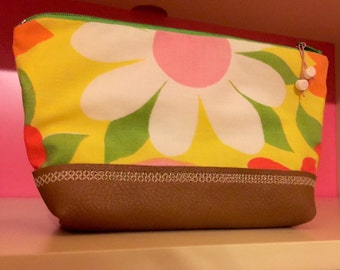 Yellow daisy make up bag / zipper pouch. Authentic 60s- 70s flower power fabric & genuine leather bottom - accessory bag / toiletry storage.