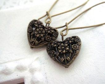 LACY HEARTS (earrings. filigree. brass. heart charms. feminine. love. romantic.)
