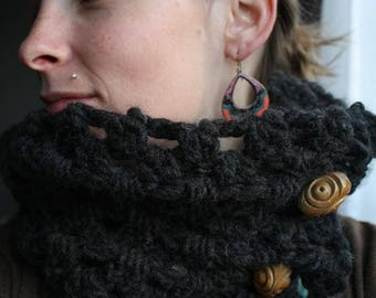 Infinity scarf with 2 buttons