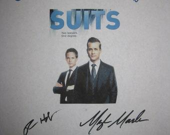 Suits Signed TV Script Screenplay Autographsx7 Gabriel Macht Patrick Adams Meghan Markle Rick Hoffman Sarah Rafferty Gina Torres Vanessa Ray