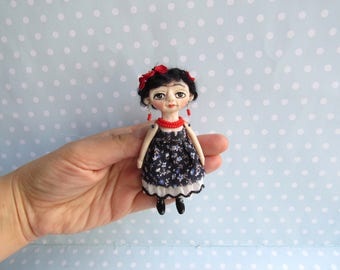 FRIDA Kahlo Doll Brooch. OOAK Art Doll Handsculpt Polymer Clay artist doll