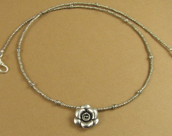 Small flower necklace. Fine and sterling silver.