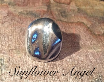 Silver abstract elasticated double pebble ring.