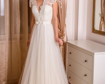 Nika wedding dress lace and sleeves