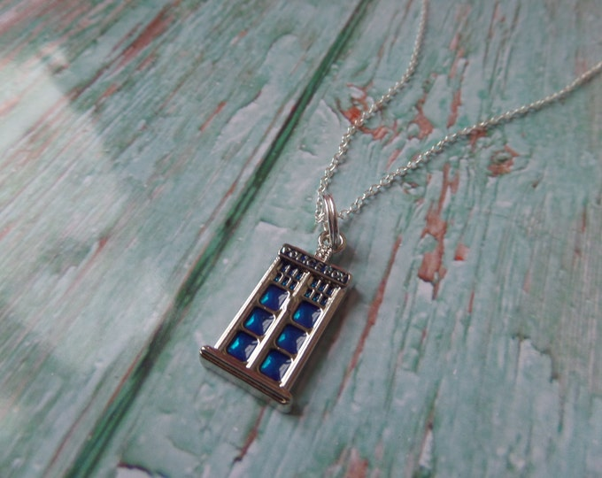 "The DOCTOR inspired POLICE BOX small charm 18"" silver plated necklace Who fan gift jewellery timelord Uk"