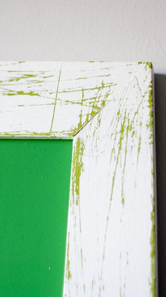 Pizarra de tiza en tonos verdes con marco vintage pintado a