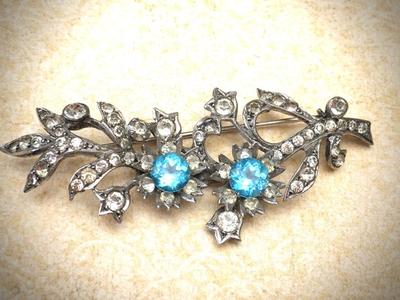 Vintage Rhinestone brooch with Aqua blue stones featured by https://www.etsy.com/shop/JNPVintageJewelry