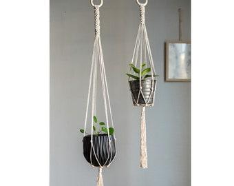 Hanging macrame planter / / Macrame Plant Hanger