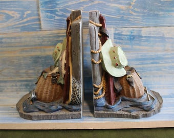 This listing is a pair of Fisherman's Bookends made by The Figi Graphic Company in the mid 1990's.