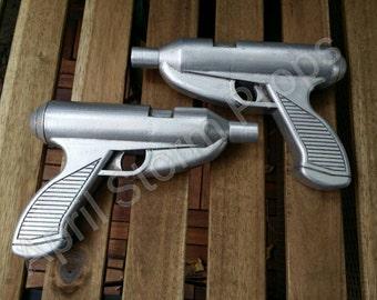 Rav Bralor (Vhonte Tervho) Blaster Pistols (pair)  Female Mandalorian