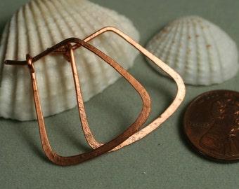 Handmade hammered copper hoop 25x25mm, one pair (item ID LEC6G18)