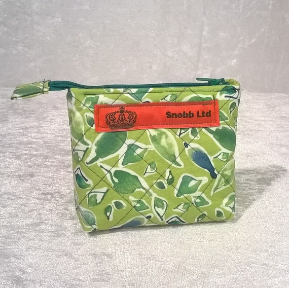 S - 551 Small, green makup bag