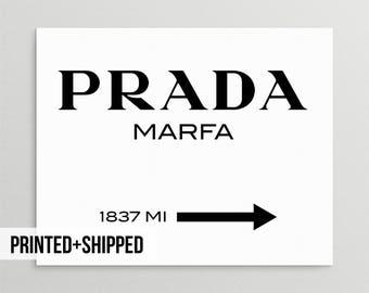 Impresión de Prada Marfa, Prada Marfa Print, moda, Prada Marfa imprimible, moda Prada Marfa de tipografía, tipografía blanco y negro, muestra