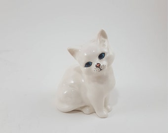 Small Vintage White Kitty Cat Figurine