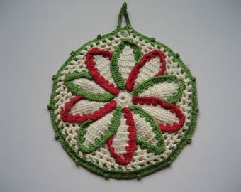 Vintage circular flower design pan holder in white, green and red