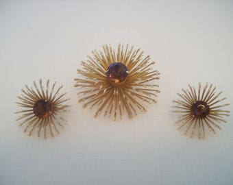Sarah Coventry Amber Brooch & Clip-on Earrings Gold Tone 1950's