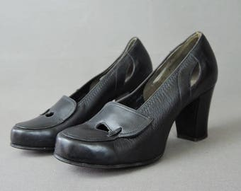 Vintage 1940s Shoes Size 4 AA, Tiny Black Leather Pumps by Air Steps