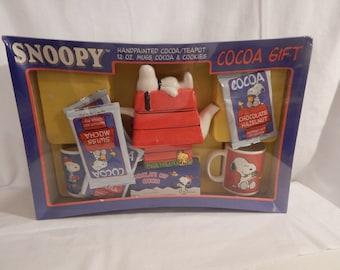 Vintage Snoopy Coca Teapot and 2 Mug Set