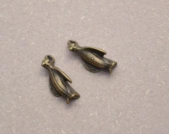 20 antique bronze penguin charms charm pendant pendants  (DAI)