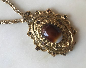 Vintage Celebrity NY Gold Tone Marbled Bead Pendant Necklace