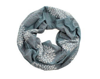 MINI INFINITY SCARF - Gray Double Flowers on Ocean