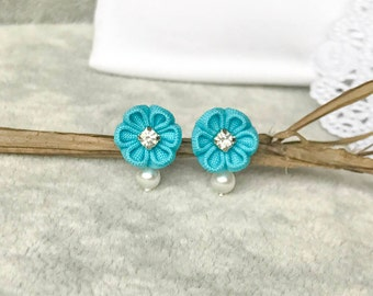 Turquoise floral earrings w crystal montees, turquoise bridesmaid earrings, turquoise flower earrings, turquoise studs, blue teal earrings