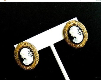 SUMMER SALE Vintage Cameo Earrings, Black & White Resin Cameos, Ornate Antiqued Gold Tone Frames, Victorian Cameo Pierced Earrings, FREE Shi