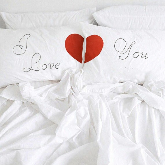 cadeau danniversaire de couple taie doreiller en coton. Black Bedroom Furniture Sets. Home Design Ideas