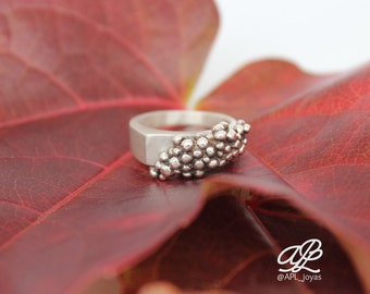 Grape shaped silver ring from the Grape collection