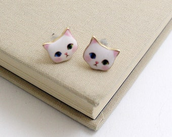Free shipping, blushing Cat Stud Earrings,very cute ,Cat earrings Cute ,cat post earrings Gift idea,for you