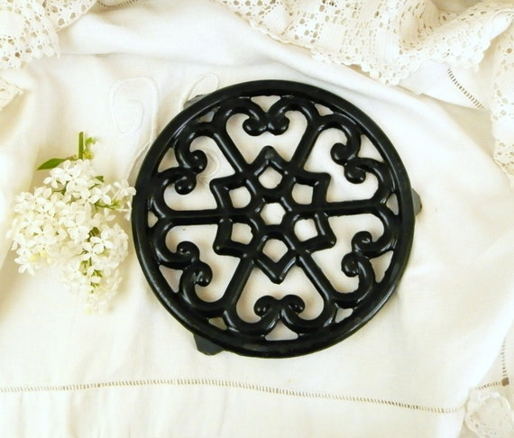 Vintage French Cast Iron Black Enamelware Trivet / Hot Plate / Heat Mat, Country Kitchen Decor from France, Retro Enamel Kitchenware