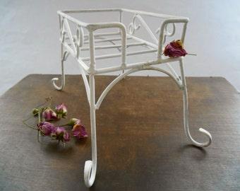 Vintage napkin holder White Metal napkin holder Shabby white table decor Wedding table decor