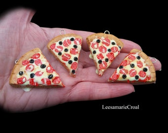 Pizza keyring - Pizza necklace - Pizza - Pizza Jewelry - Pizza Jewellery - Pizza charm - Pizza pendant - Polymerclay Pizza