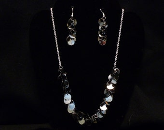 Shimmering Disk Necklace and Earring Set