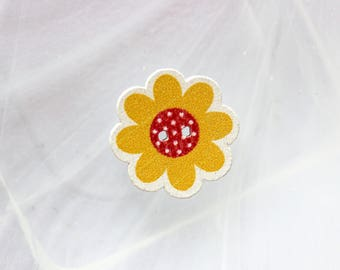 button wood yellow flower