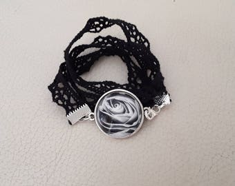 Bracelet in black and white black lace to wrap flower cabochon