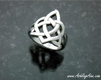 Sister's Knot Celtic Ring, Celtic Knot Heart Ring, Irish Ring, Love Knot Ring, Sisters Ring, Friendship Ring, Celtic Ring ( S118)