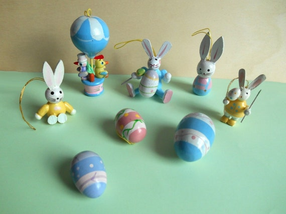 10 vintage wooden Easter ornaments / German tradition